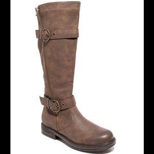 NIB-Two Lips Brown Boots